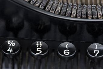 "Special ""SS"" key on the Olympia DM1 keyboard for official use"