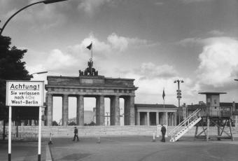 Brandenburg Gate blocked by the Berlin Wall, 1961/62 © Stadtmuseum Berlin | Harry Croner