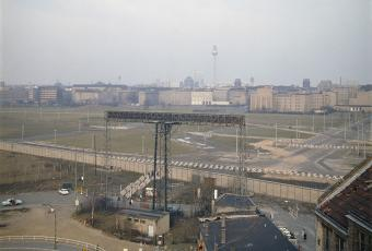 The same perspective in 1970: view of the cleaned and fortified Wall segments