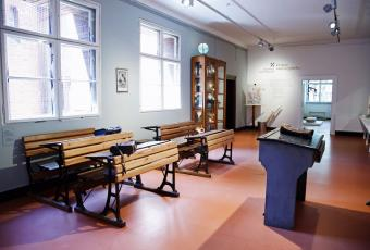 A classroom with original furniture from around 1900