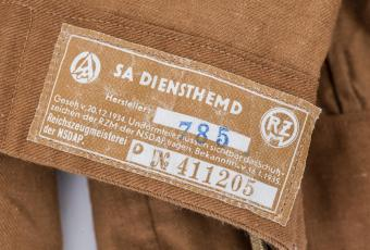 Detail of the SA shirt with a label by the NSDAP Reichszeugmeisterei