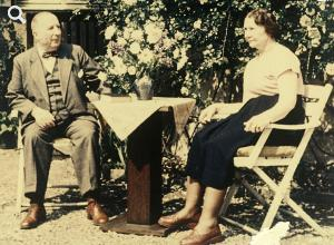 Hans and Luise Richter in their garden at home in Wannsee circa 1952 © Stadtmuseum Berlin