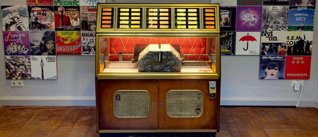 Jukebox and record sleeves in the exhibition